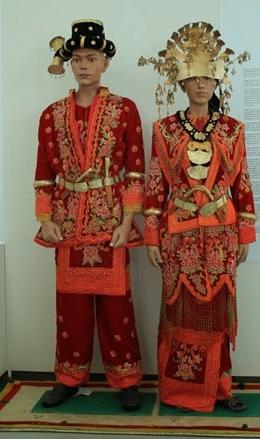 Menariknya Kumpulan Pakaian Suku Batak
